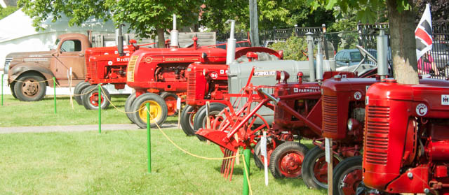 Antique Tractors & Machinery